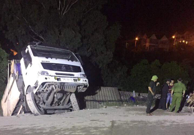 xe tải lao vào nhà dân ở Quảng Ninh 1