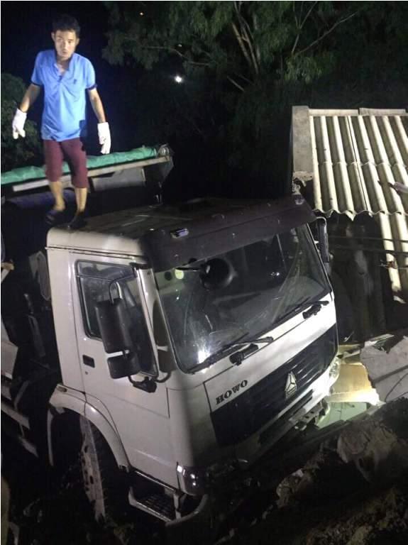 xe tải lao vào nhà dân ở Quảng Ninh 2