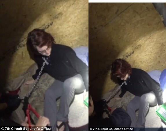 Khoảnh khắc cảnh sát phát hiện và giải cứu cô Kala, 2 tháng sau khi cô bị Kohlhepp bị bắt cóc rồi cưỡng hiếp trong container. Ảnh cắt từ clip