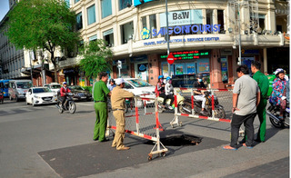 """Hố tử thần sâu hoắm bất ngờ xuất hiện giữa phố """"bẫy"""" người tham gia giao thông"""