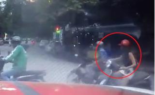 Phẫn nộ với clip cô gái bị kẻ biến thái sàm sỡ ngay giữa phố Hà Nội
