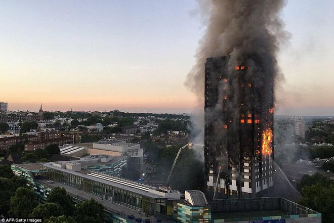 cháy chung cư ở Anh