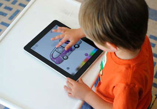 trẻ em sử dụng smarphone