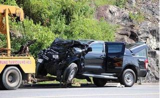 Xe bán tải đâm trực diện xe khách khiến 4 người bị thương