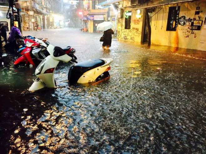 mưa lớn ở Hà Nội 1