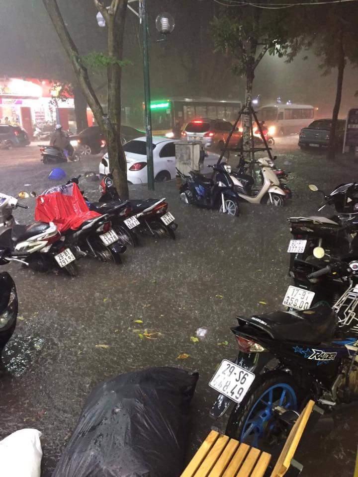 mưa lớn ở Hà Nội 4