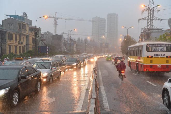 mưa lớn ở Hà Nội 8