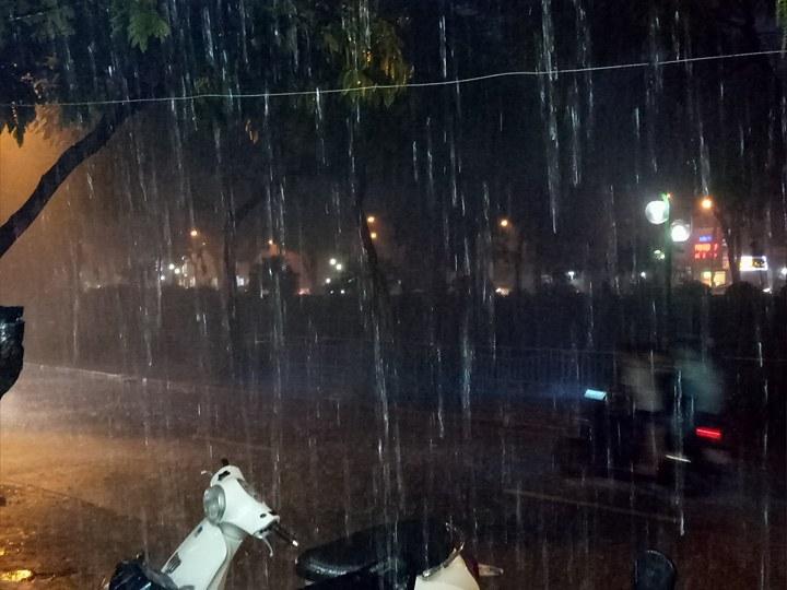 mưa lớn ở Hà Nội 11