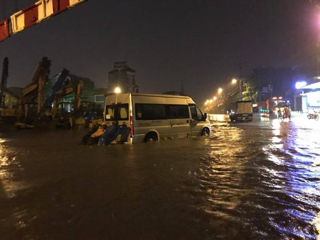 mưa lớn ở Hà Nội 13