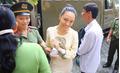 Hoa hậu Phương Nga và đại gia Cao Toàn Mỹ cùng tươi cười trong phiên tòa sơ thẩm