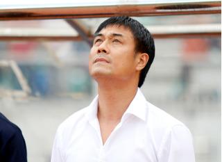 """HLV Hữu Thắng nhận """"tin buồn"""" từ người hùng World Cup trước thềm giải châu Á"""