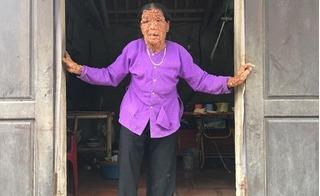 Về nhà người đàn bà mang thân hình quỷ dữ hơn 40 năm bị người đời xa lánh