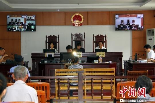 Quang cảnh phiên tòa xử người vợ hại chết chồng. Ảnh: Chinanews