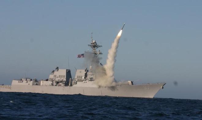Tên lửa Tomahawk được phóng từ một tàu chiến Mỹ. Ảnh: Hải quân Mỹ