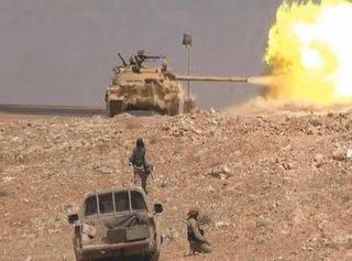 Cố thủ liều chết trên vùng sa mạc nóng rẫy, IS vẫn tan xác vì đòn của quân đội Syria