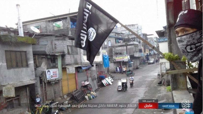 Cờ của phiến quân IS ở Marawi. Ảnh: AMN