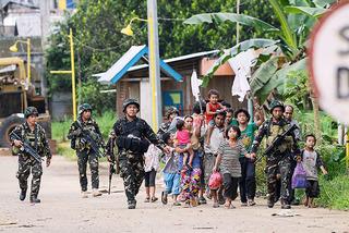 Bắt làm lá chắn sống chưa đủ, khủng bố IS còn hành quyết người dân Philippines