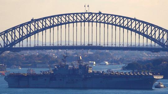 Tàu tấn công đổ bộ Mỹ USS Bonhomme Richard tham gia tập trận chung Mỹ và Úc. Ảnh: Reuters