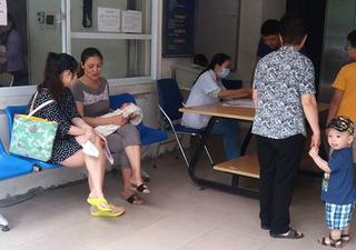 """Lại khan hiếm vaccine dịch vụ """"5 trong 1"""" Pentaxim"""