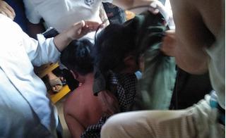 Clip người dân Quảng Bình vây bắt hai người vì nghi là bắt cóc trẻ em