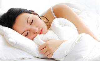 Nghe chuyên gia mách bài tập hít thở trị mất ngủ chỉ trong 60 giây