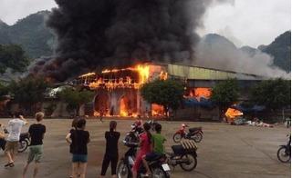 Cháy lớn tại chợ cửa khẩu ở Lạng Sơn khiến hàng trăm tiểu thương khốn đốn