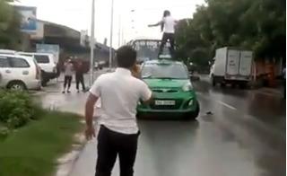 Clip cô gái nhảy múa trên nóc taxi ở Hải Dương khiến tài xế điêu đứng