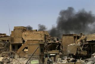 Bị dồn vào chân tường ở Iraq, IS quẫn trí vùng lên đánh bom liều chết giết 9 người