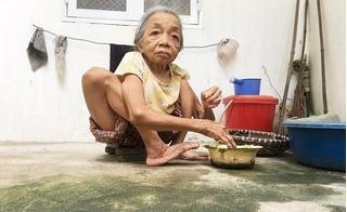 Lão bà tý hon không có xương đùi chỉ mong được chết để thoát cảnh nghèo khổ, bệnh tật