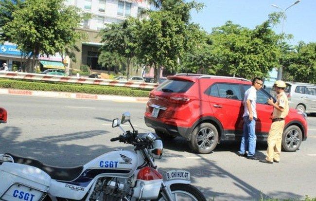 sức mua giảm do cảnh sát giao thông không chấp nhận giấy tờ bản sao công chứng