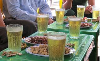 Phía sau những ly bia hơi hảo hạng là sự thật kinh hoàng