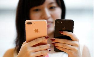 """iPhone tiếp tục """"thất sủng"""", Apple vật lộn tại thị trường đông dân nhất thế giới"""