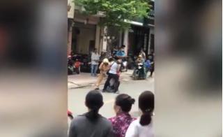 Nghẹt thở với clip CSGT cùng người dân bắt cướp ở TP.HCM
