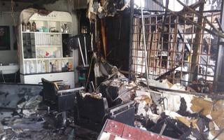 Ba cửa hàng bị thiêu rụi do thợ hàn xì bất cẩn
