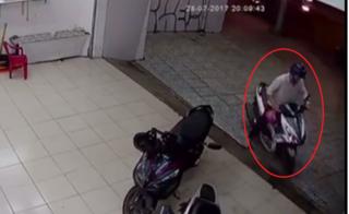 TP.HCM: clip tên trộm bẻ khóa trong 3s, cuỗm luôn xe máy ở quận Gò Vấp