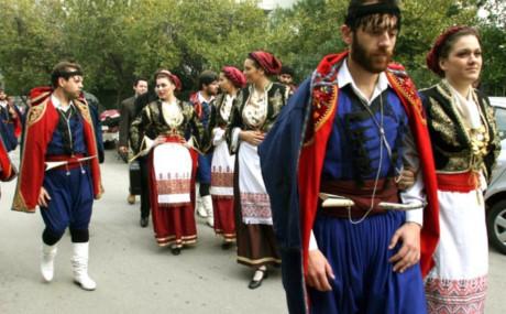 Cư dân hòn đảo Crete. Ảnh: Independent