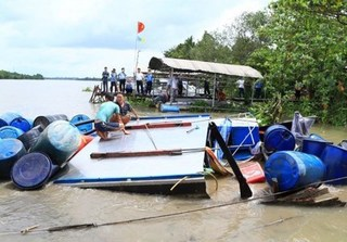 Vụ chìm tàu trên sông Sài Gòn: Thi thể hai mẹ con vẫn chưa được tìm thấy