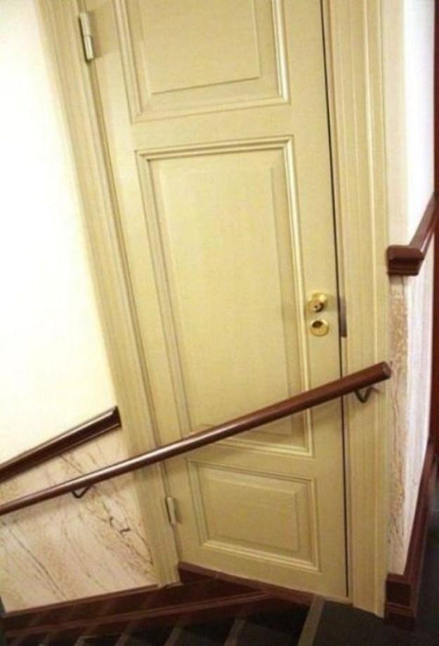 Làm thế nào để mở cánh cửa này? Ảnh: Diply.com