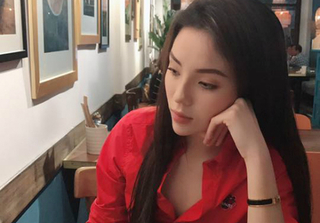 Ảnh hot Facebook: Thảo Trang vạch áo cho con bú ở hậu trường, Kỳ Duyên cằm nhọn hoắt