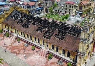 Sau đám cháy, nhà thờ bằng gỗ lim hơn trăm tuổi ở Nam Định còn lại gì?