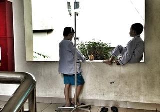 Bức ảnh về hai bé trai và thông điệp ẩn phía sau lay động trái tim hàng chục nghìn người