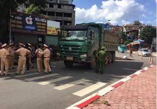 Vụ xe tải cán chết 3 người ở Xuân Mai: 3 nạn nhân là họ hàng với nhau