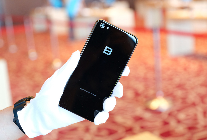 Bphone 2017 có giá gần 10 triệu đồng. Ảnh: VNE