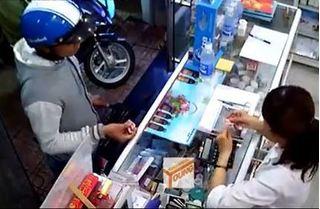 Clip thanh niên vào mua cả xấp thẻ điện thoại ở Đồng Nai rồi bỏ chạy