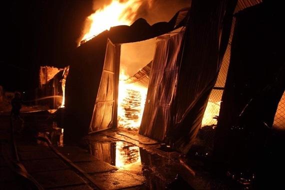 cháy xưởng gỗ ở TP Vinh