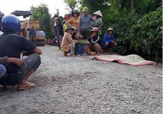 Đau xót bé 5 tuổi bị xe lu đang làm đường cán tử vong ở Đăk Lăk