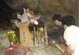 Những chuyện khó tin ở đền thờ Tám Cô: Chuối trổ 8 nải, tắc kè đẻ 8 trứng và kêu 8 tiếng...