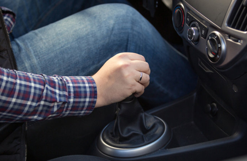 thói quen làm hại ô tô