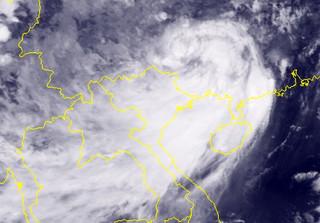 Không đổ bộ vào nước ta, bão số 6 vẫn gây mưa to cho các tỉnh Bắc Bộ đến cuối tuần