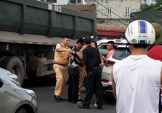 Thanh niên ngáo đá đâm hỏng xe CSGT đã bị khởi tố